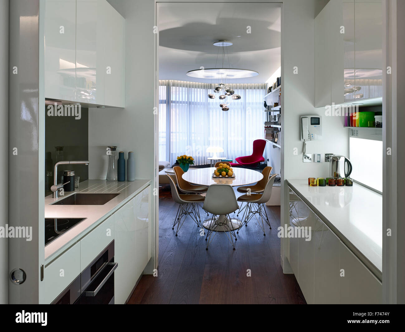 Kitchen diner in Compass Court Apartment, Shad Thames, London, England, UK - Stock Image