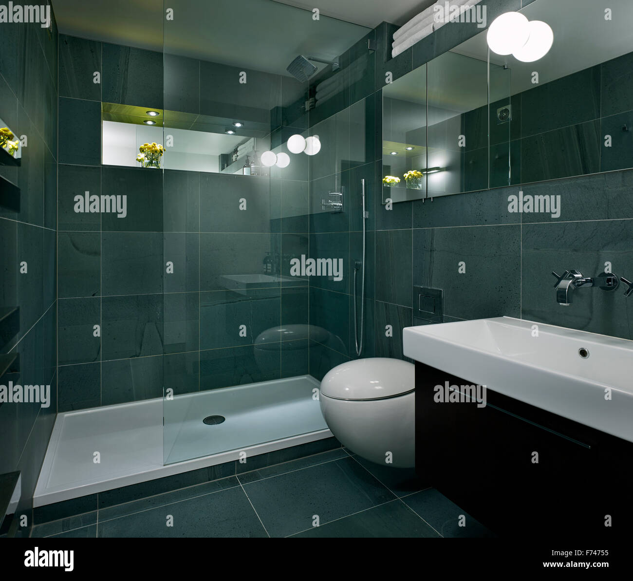 Tiled wetroom in Compass Court Apartment, Shad Thames, London, England, UK - Stock Image