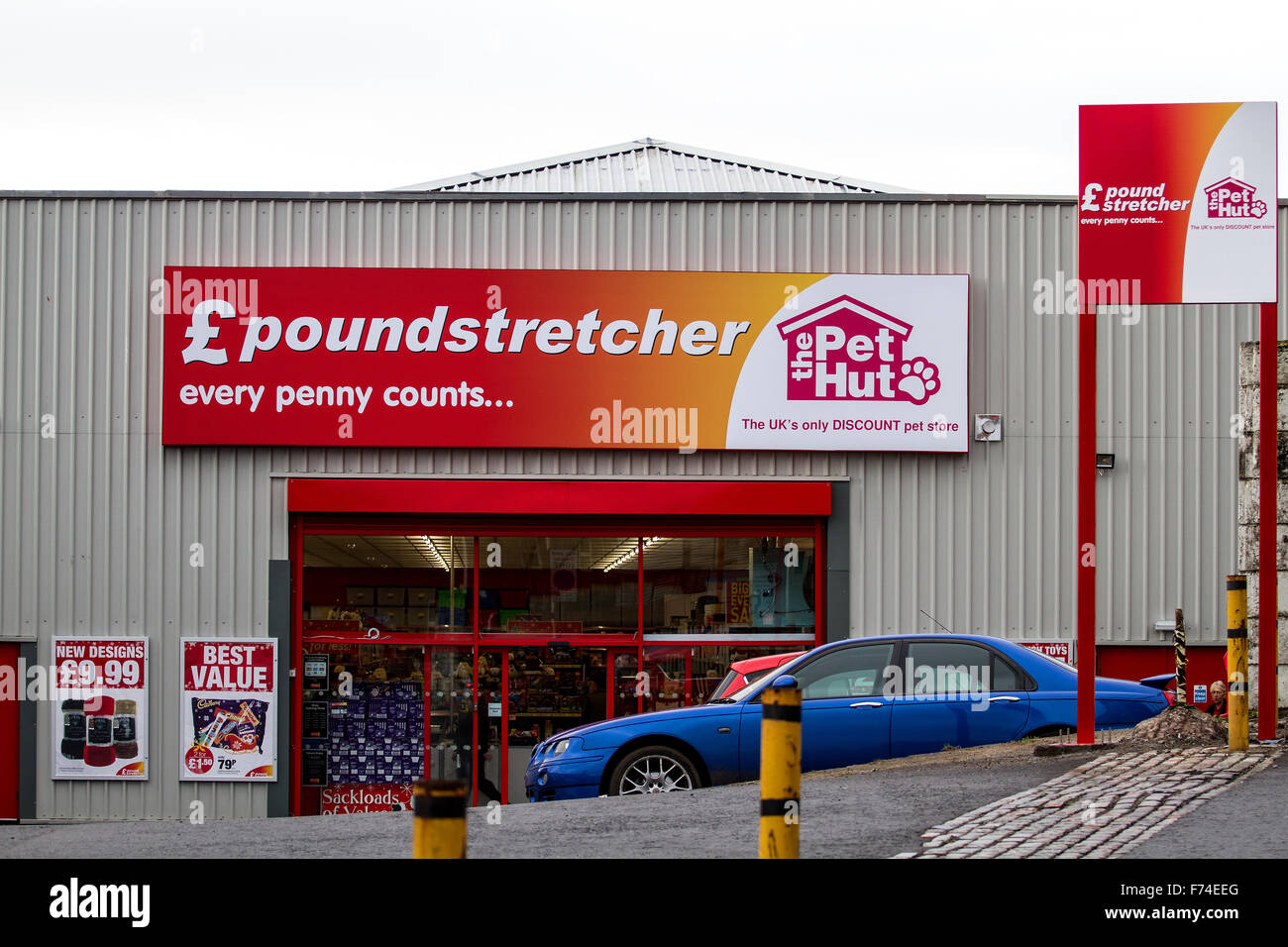 £ Poundstretcher discount retail store along the Lochee Road in Dundee, UK - Stock Image