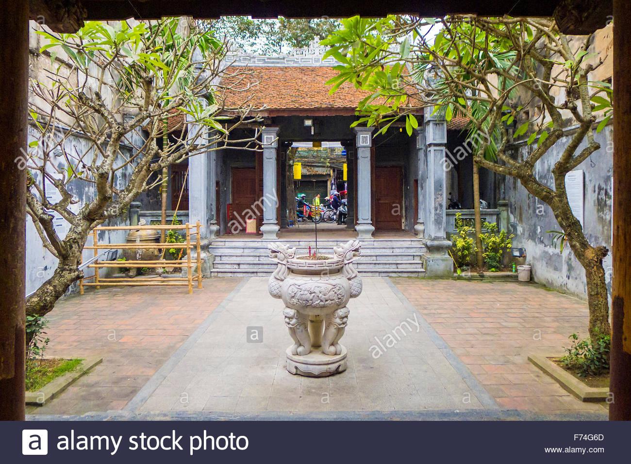 Small temple in Old Quarter, Hoan Kiem District, Hanoi, Vietnam, Hanoi, Vietnam - Stock Image