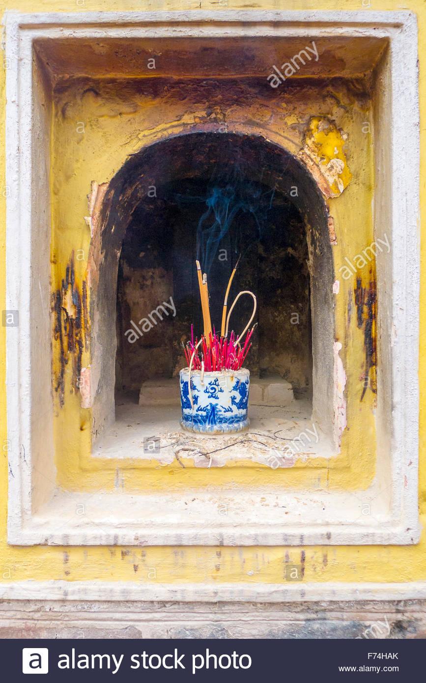 Burning incense at Tran Quoc Pagoda (Chua Tran Quoc), Tay Ho District, Hanoi, Vietnam Stock Photo