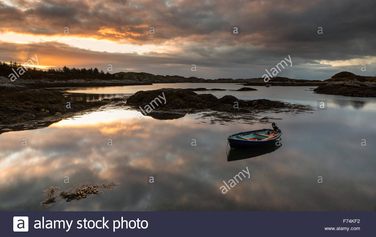 A small boat on Loch Flodabay at dawn, Isle of Harris, Outer Hebrides - Stock Image