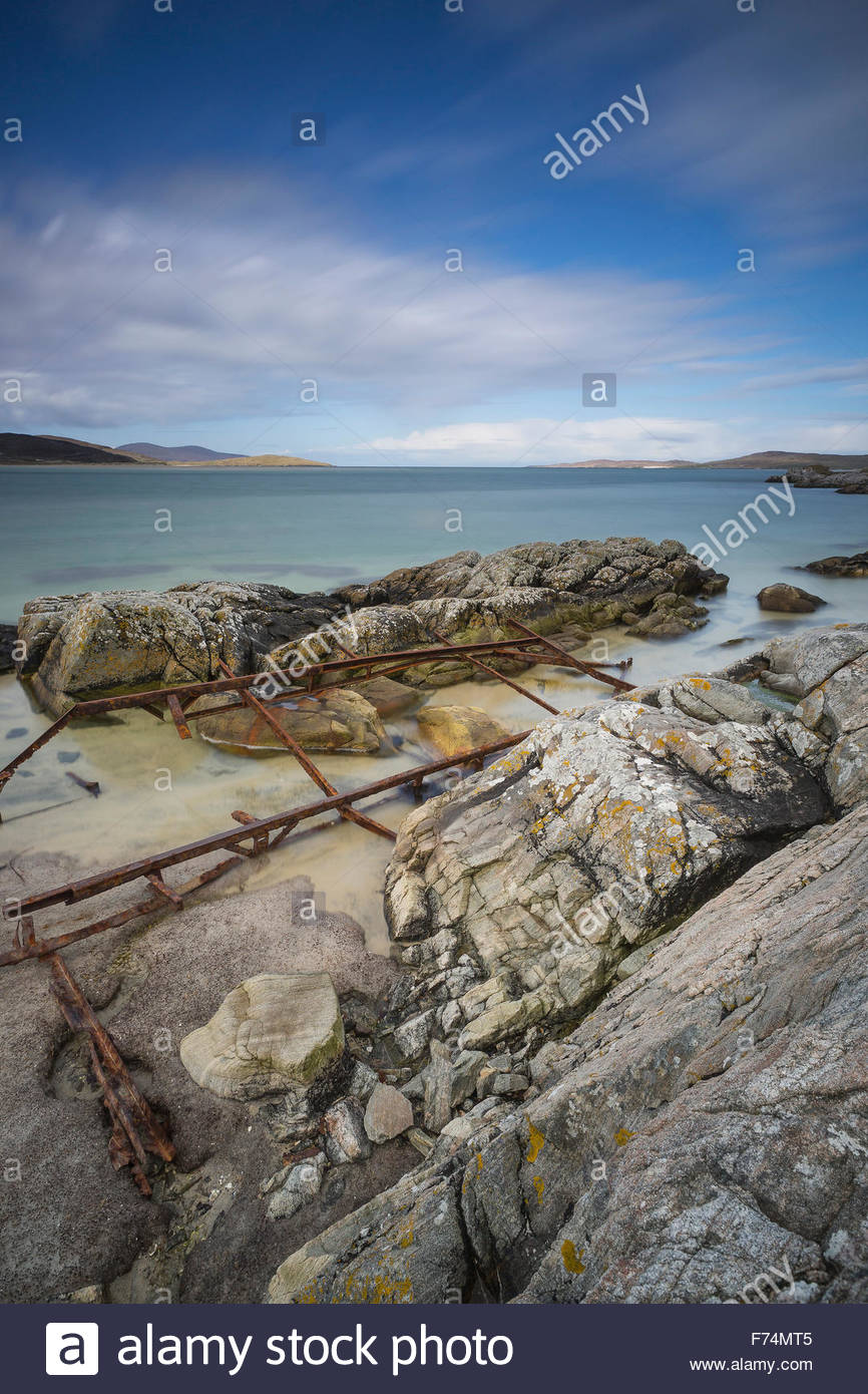 The rusty remains of a caravan at Luskentyre, Isle of Harris, Outer Hebrides, Scotland - Stock Image