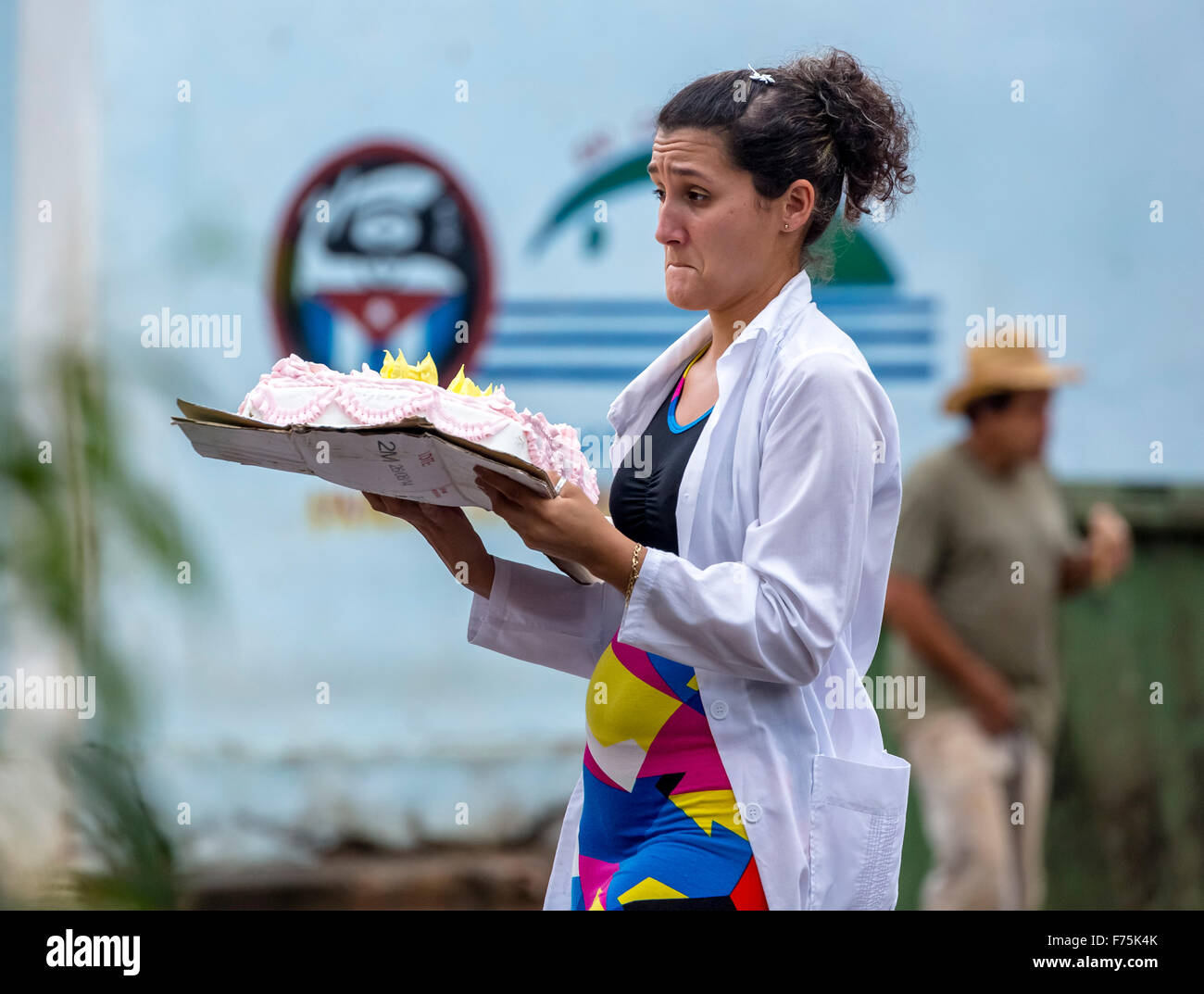 young woman transported with skeptical look of a wedding cake on the street, Viñales, Cuba, Pinar del Rio, - Stock Image