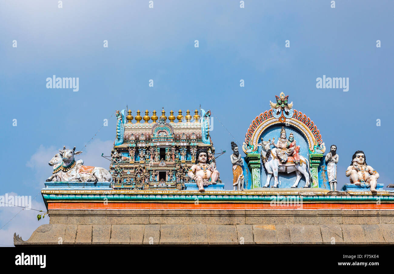 Roof ridge detail with typical colourful Hindu deity carvings, Kapaleeswarar Temple, a Hindu temple of Shiva in Stock Photo