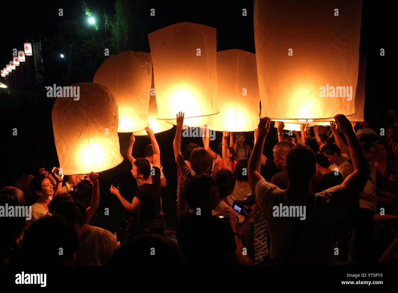 Chiang Mai, Thailand. 25th November 2015. Tourists gather to release Khom Loi (sky lantern) during the Yi Peng Festival Stock Photo