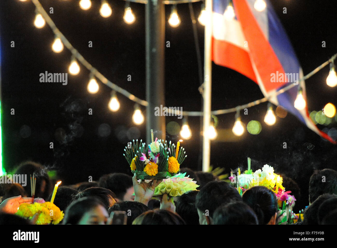 Bangkok, Thailand. 25th Nov, 2015. People hold water lanterns during the Loy Krathong festival in Bangkok, Thailand, - Stock Image