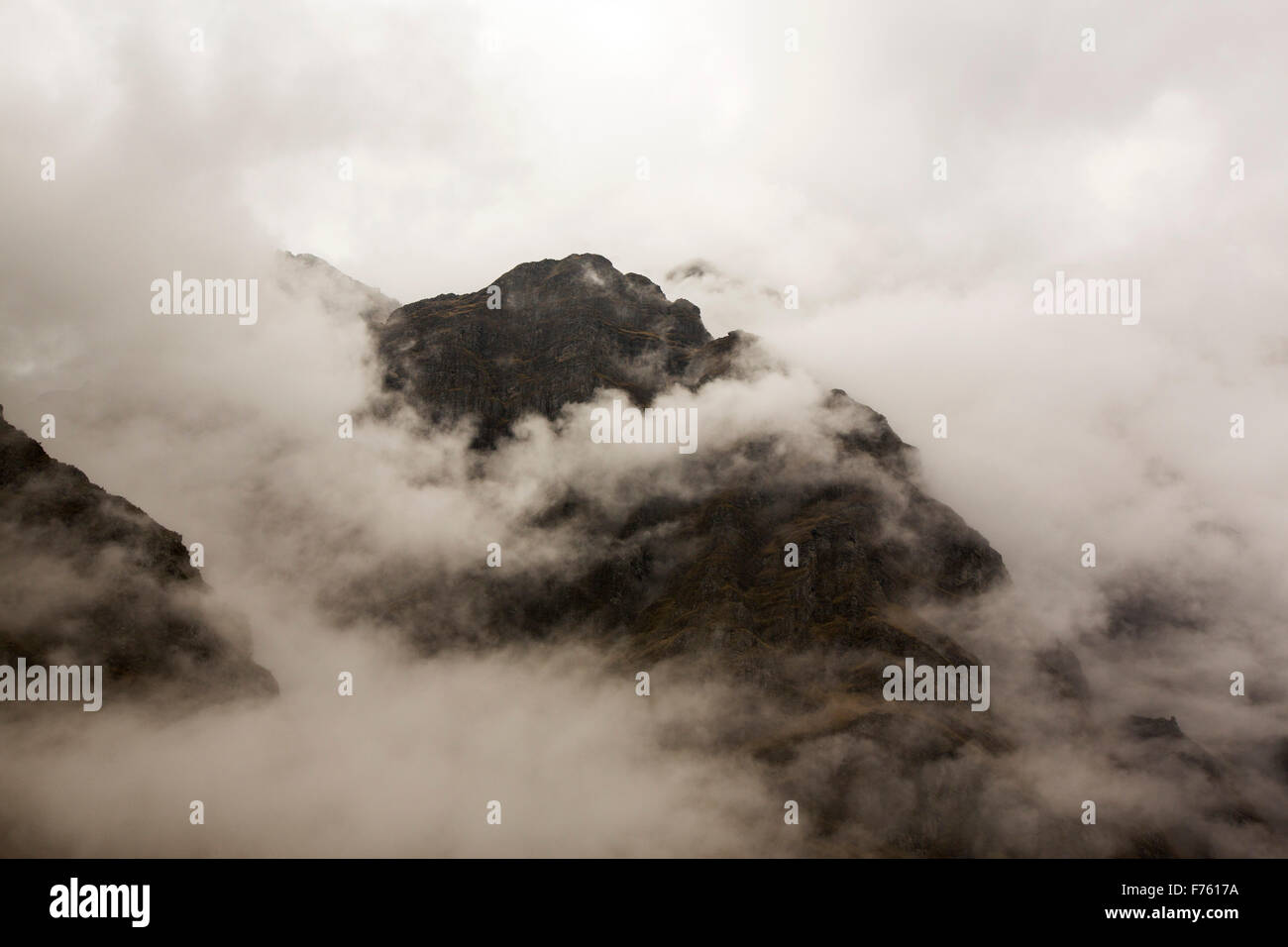Mist shrowded mountains in the Cordillera Real in Bolivia. - Stock Image