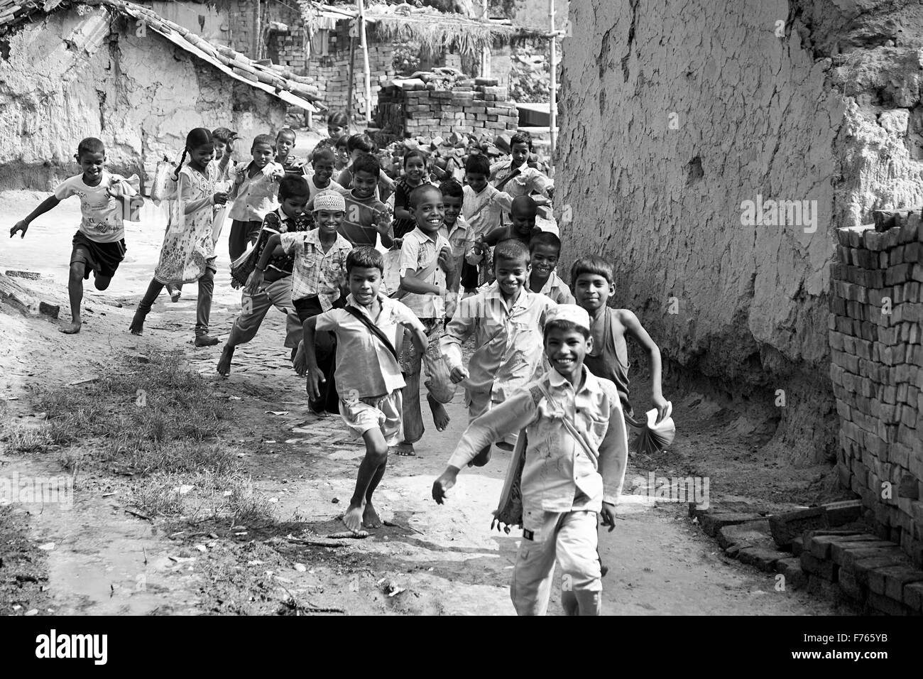 School children running, varanasi, uttar pradesh, india, asia - Stock Image