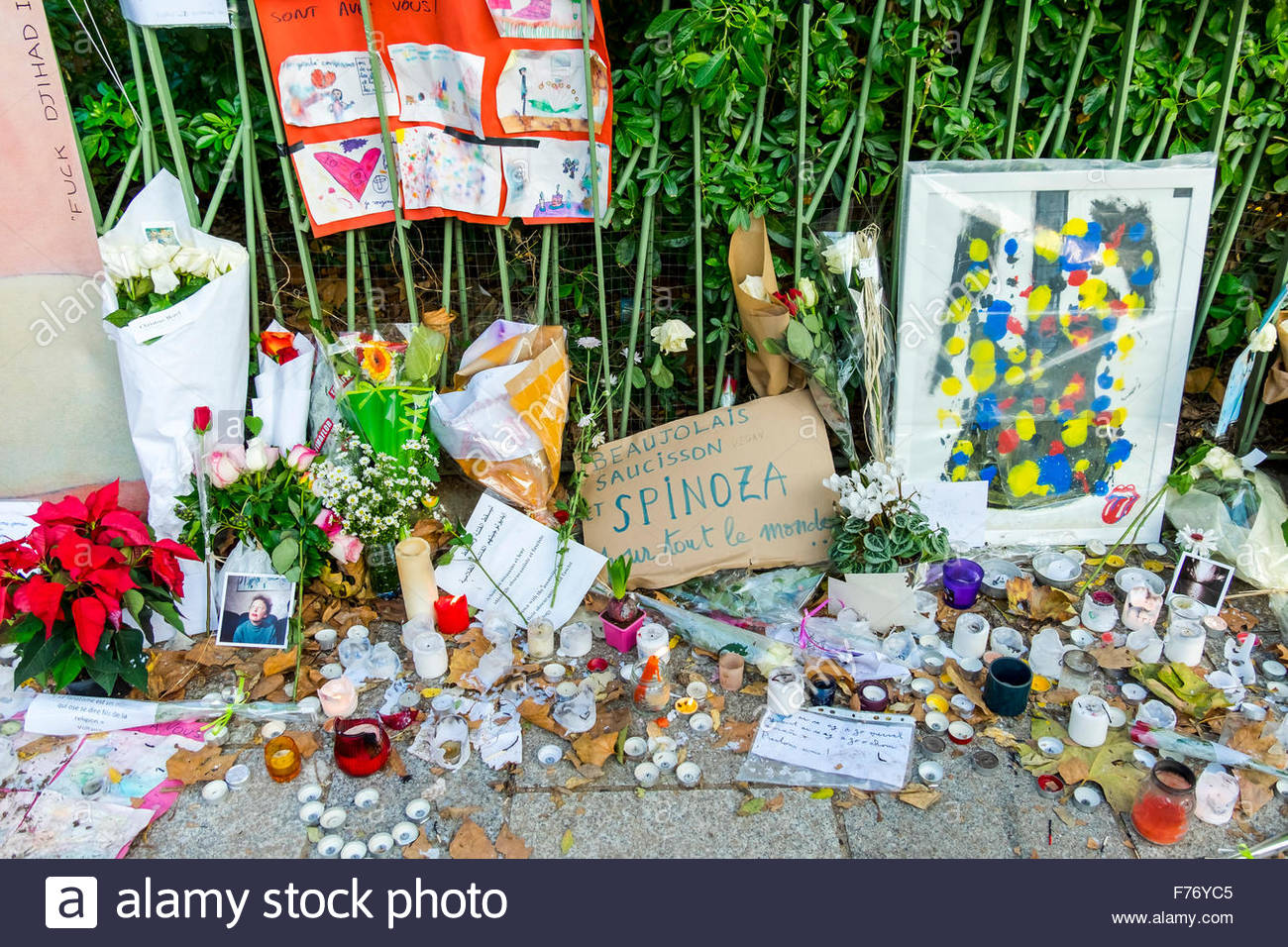 Paris, le Bataclan 23/11 2015. French tributes to the victims of the terrorist attacks of November 13, 2015. Flowers, Stock Photo