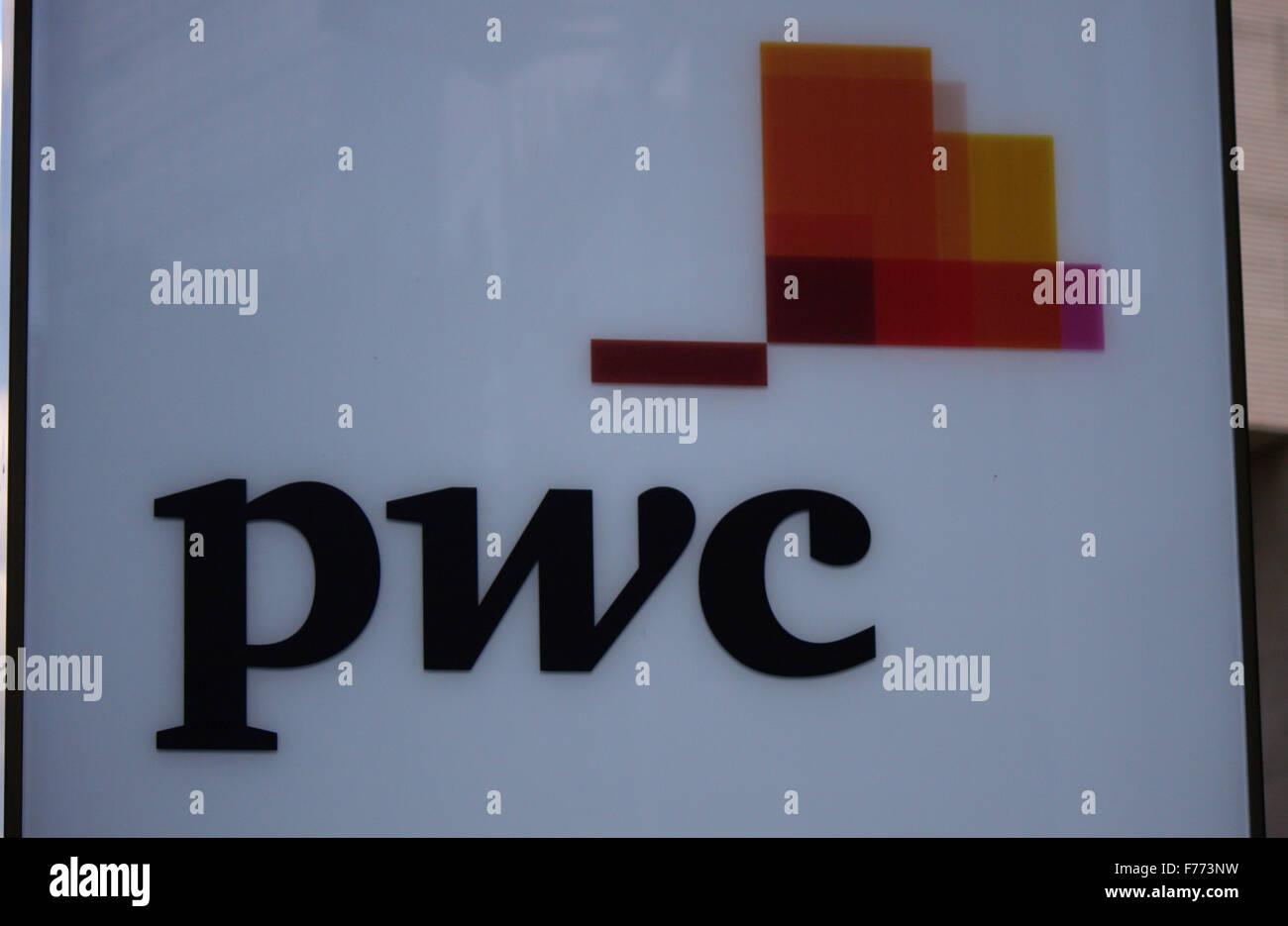 Markennamen: 'PWC', Frankfurt am Main. - Stock Image