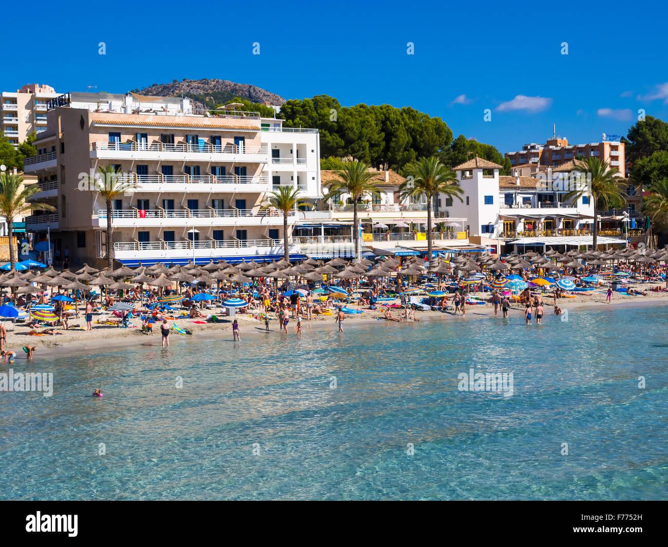Bustling beach of Peguera, Mallorca, Balearic Islands, Spain - Stock Image
