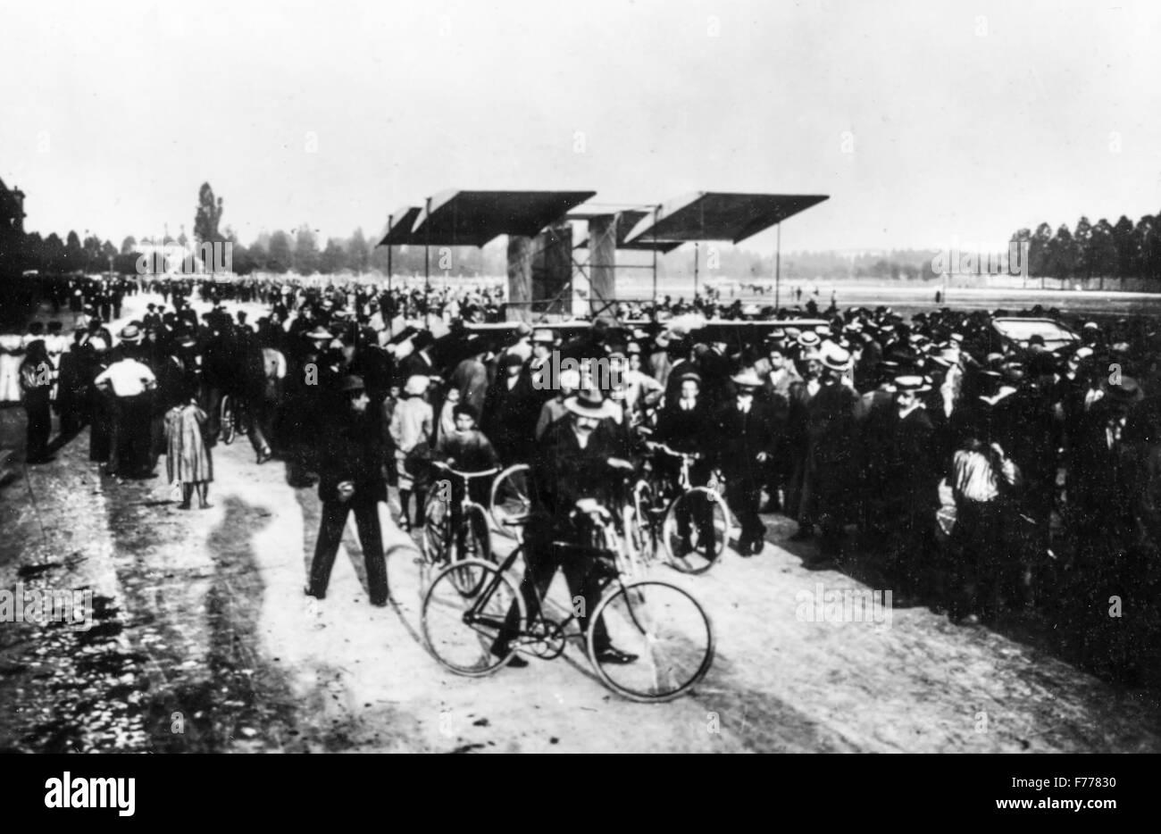 rally in Montichiari near Brescia the greatest aviators including the Italian Calderara and the American Curtis,1909 - Stock Image