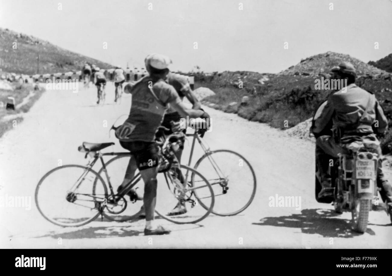 vittorio seghezzi and sergio pagliazzi fight,giro d'italia 1949 - Stock Image