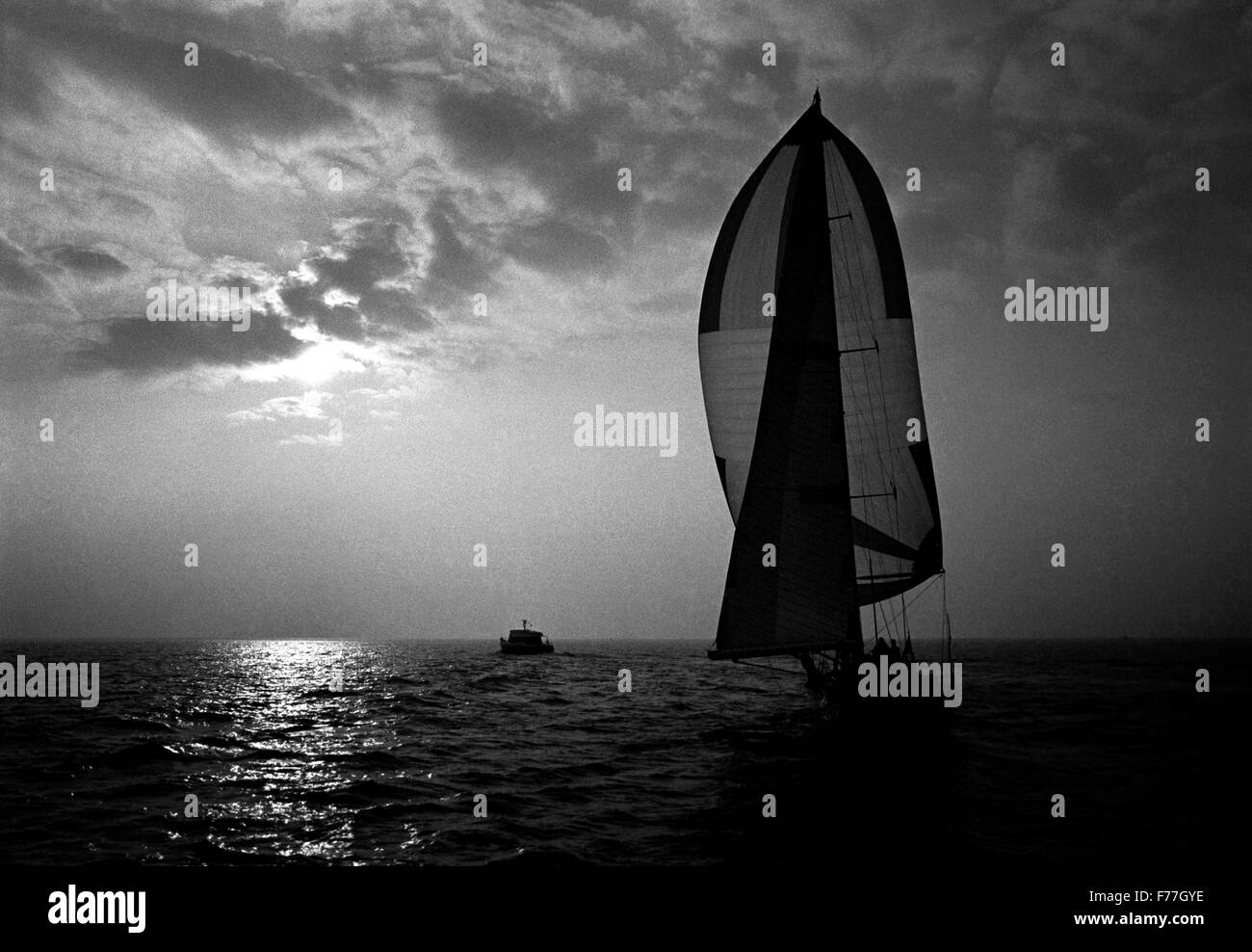 AJAXNETPHOTO. MARCH 29TH, 1982. PORTSMOUTH, ENGLAND -  FLYING DUTCHMAN NEARS RACE END - DUTCH YACHT FLYER NEARS - Stock Image