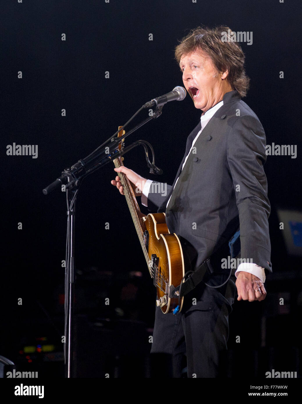 Dover, Deleware, USA. 19th June, 2015. Legendary musician Sir PAUL MCCARTNEY performs live on stage at the Firely - Stock Image