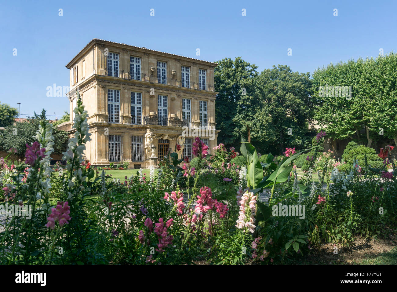 Flowers in front of Pavillon Vendome, Aix en Provence, France - Stock Image