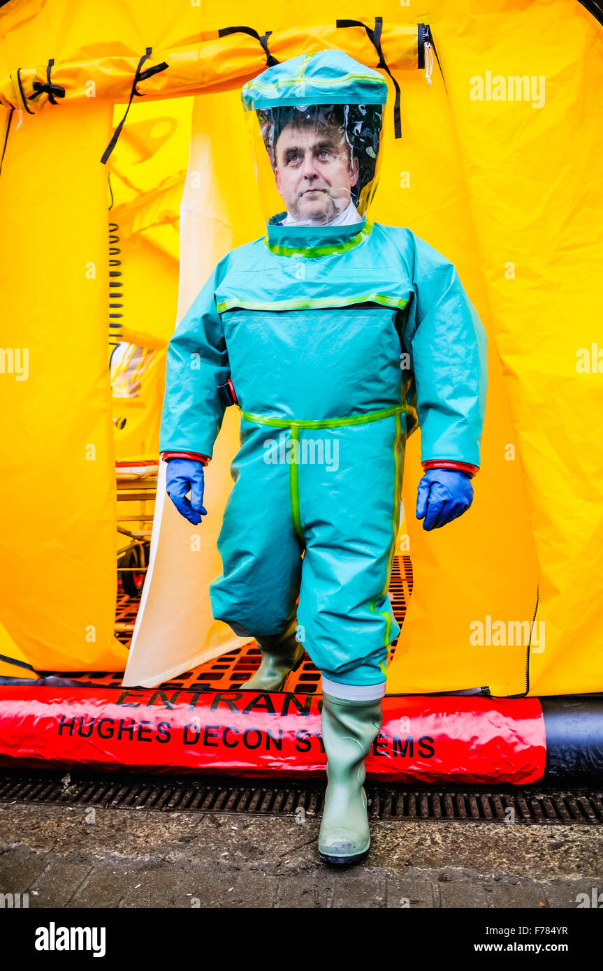 Northern Ireland. 26th November, 2015. A paramedic from the Northern Ireland Ambulance Service wears a Respirex - Stock Image