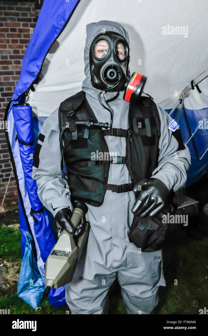 Northern Ireland. 26th November, 2015. A police officer from the Police Service of Northern Ireland wears a chemical, - Stock Image