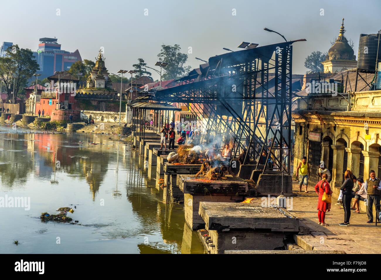 Hindu cremation rituals  at the banks of Bagmati river at Pashupatinath Temple complex in Kathmandu - Stock Image