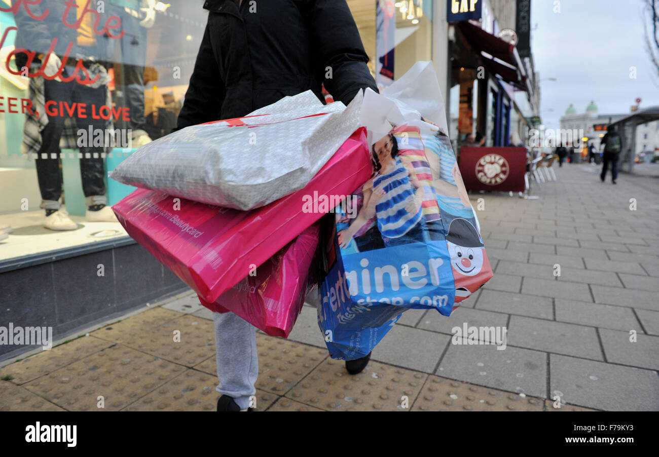 Brighton, Sussex, UK. 27th November, 2015. Woman with her Black Friday shopping bargains early in Brighton this Stock Photo