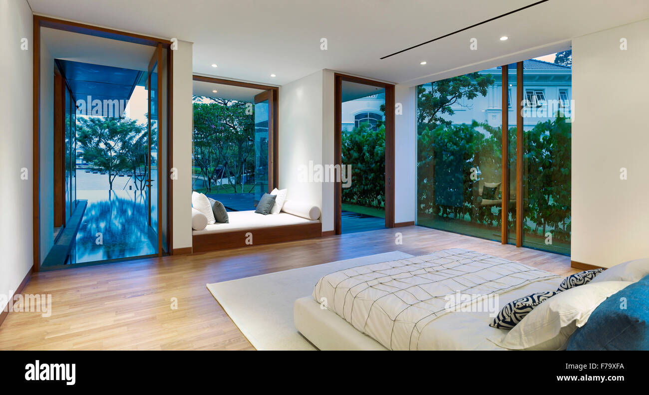Interior of a house in Cove Way, Sentosa, Singapore designed by Robert Greg Shand Architects. Recessed day bed in - Stock Image