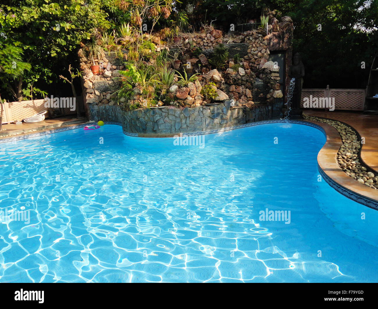 how to clear green swimming pool water
