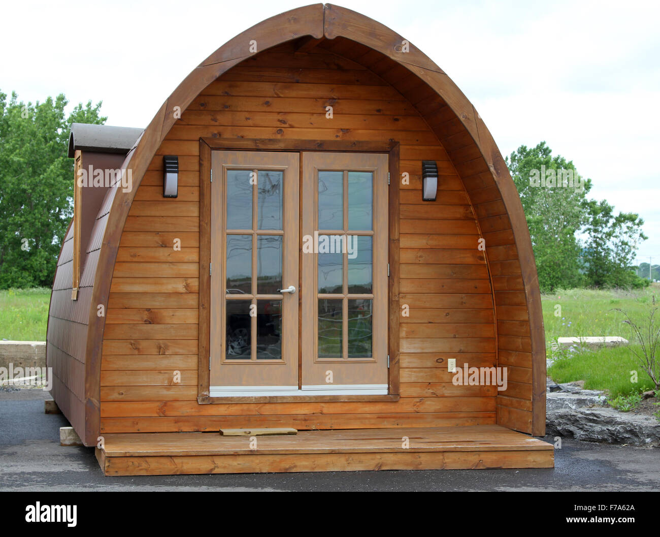 Tiny arched cabin with glass french doors - Stock Image