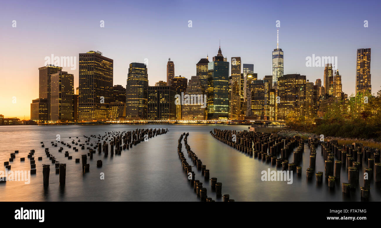 Panoramic view of Lower Manhattan skyline at dusk from Brooklyn Bridge Park, Brooklyn, New York, USA - Stock Image