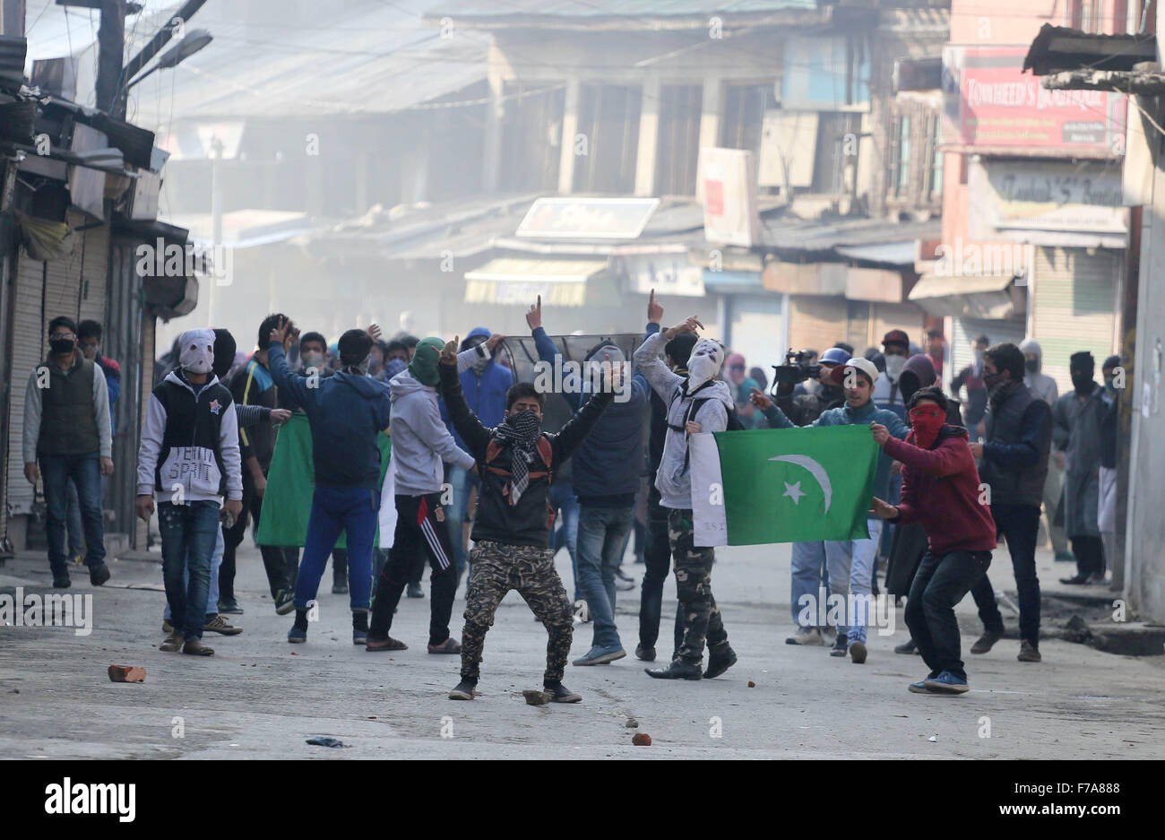 Srinagar, Indian-controlled Kashmir. 27th Nov, 2015. Kashmiri Muslim protestors shout ant-India slogans while holding - Stock Image