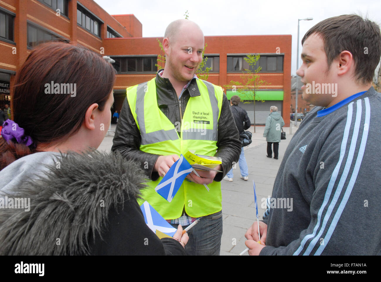 Scottish National Party (SNP) activists speak to voters in Glasgow. - Stock Image
