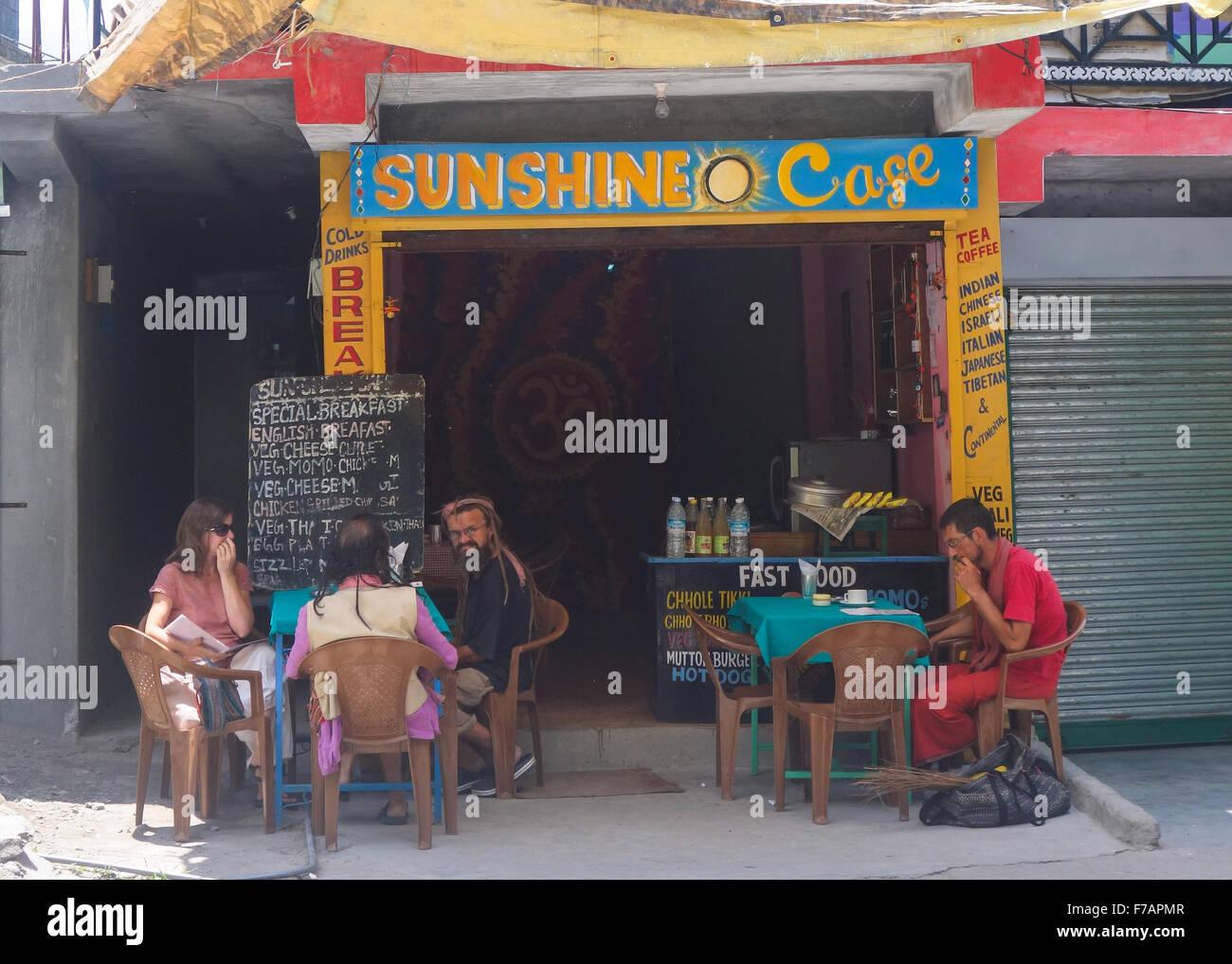 Manali, Himachal Pradesh - Sunshine Cafe - Stock Image