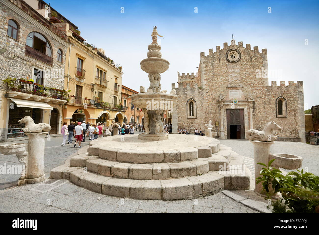 Cathedral of San Nicola and baroque fountain, Corso Umberto, Taormina old town, Sicily, Italy - Stock Image