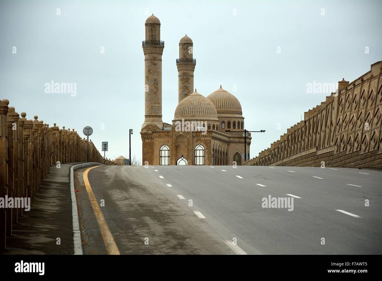 Road leading to Bibi-heybat mosque just outside Baku, capital of Azerbaijan - Stock Image