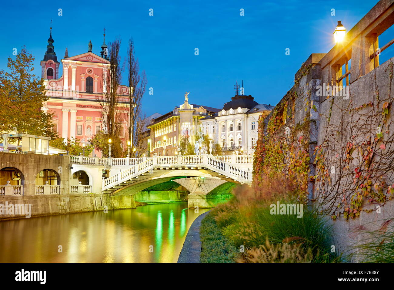 Ljubljana, view at bridge and the Franciscan Church, Slovenia - Stock Image