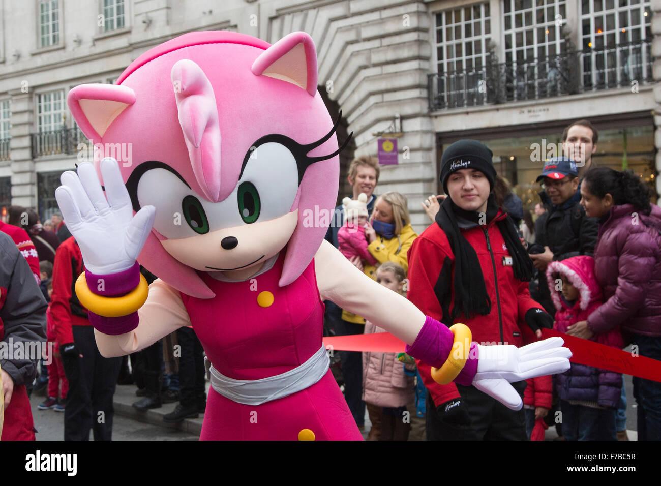 London Uk 28 November 2015 Character Amy Rose From Sega S Sonic Stock Photo Alamy