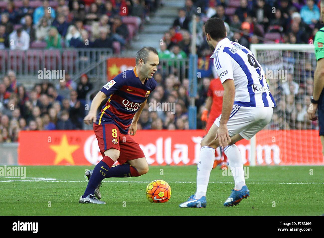 Nou Camp, Barcelona, Spain. 28th Nov, 2015. La Liga. Barcelona versus Real Sociedad. Iniesta challenged by Aguirretxe - Stock Image