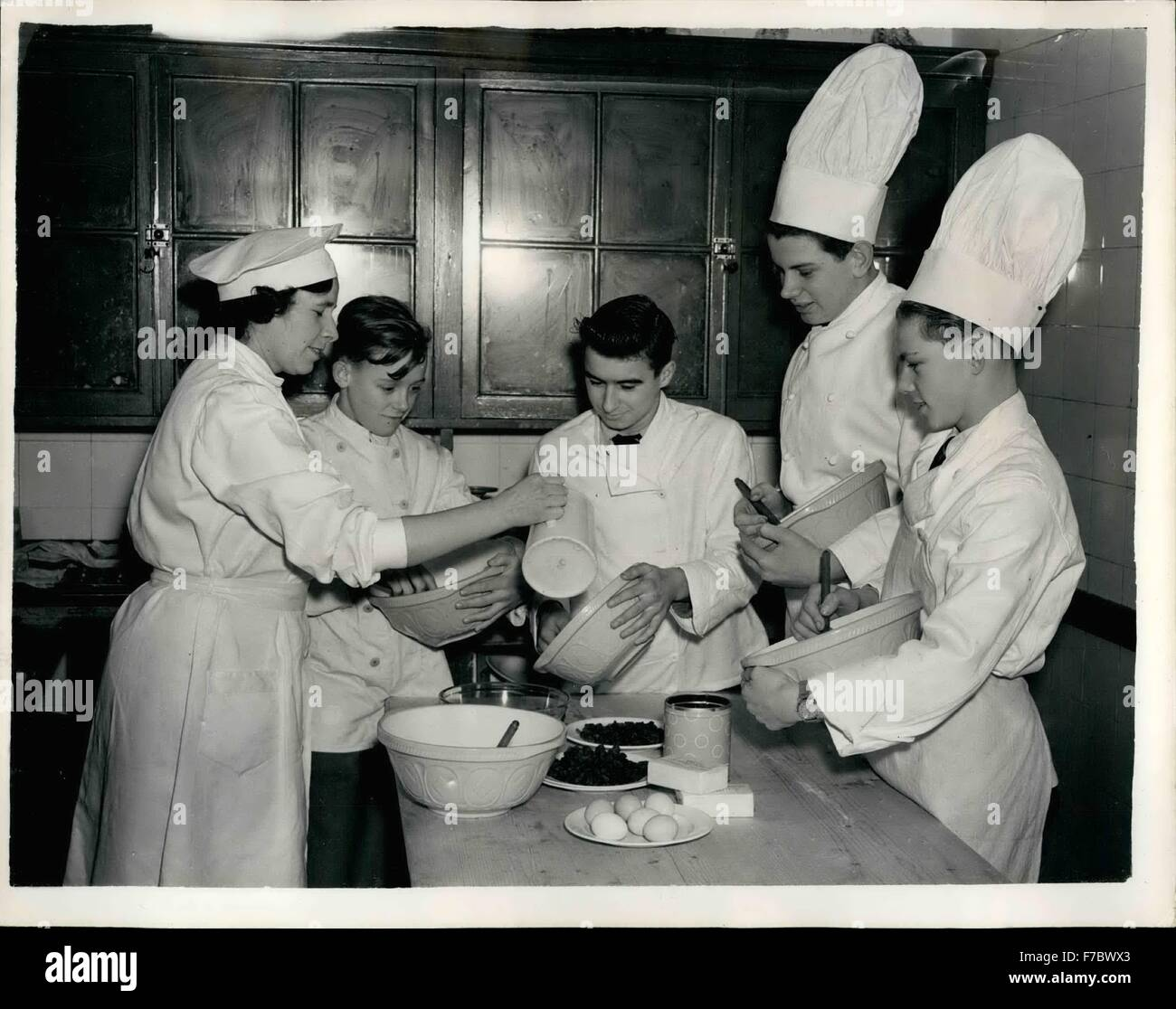 1962 - The boys mix the puddings. Cookery class prepares for Christmas: Cookery Teacher Mrs. Marsden keeps a watchful - Stock Image