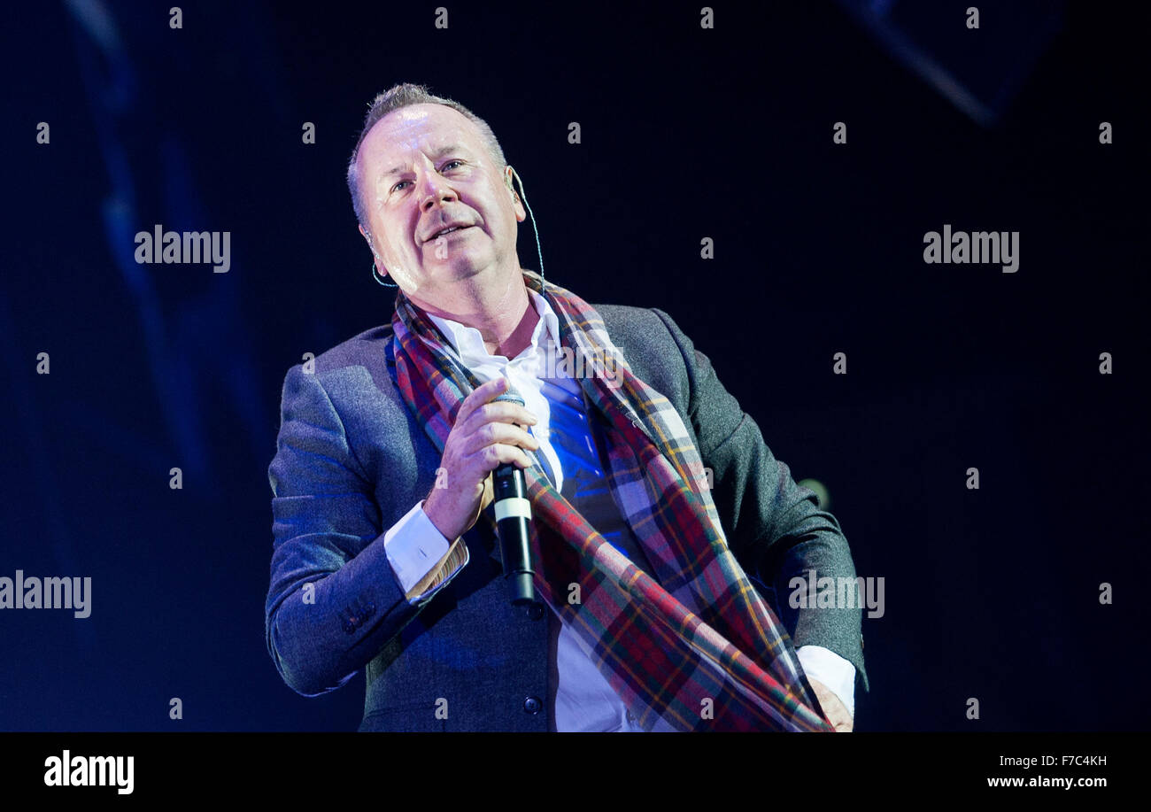 Jim Kerr of Simple Minds performs at The SEE Hydro on November 28, 2015 in Glasgow,Scotland Credit:  Sam Kovak/Alamy - Stock Image