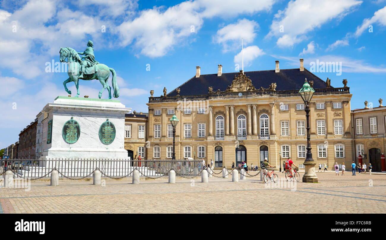 Statue of King Frederik at the Amalienborg Palace, Copenhagen, Denmark - Stock Image