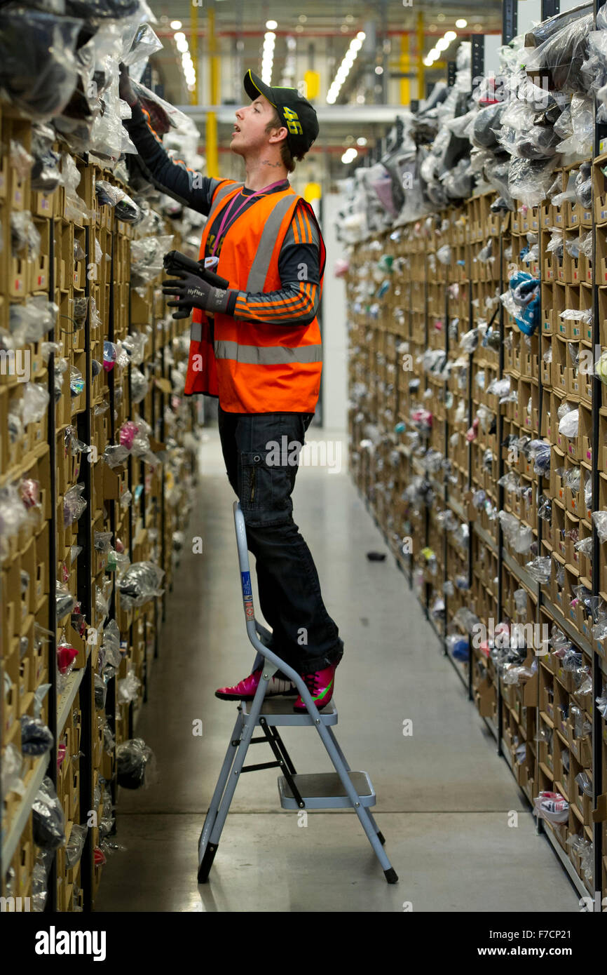 Amazon Fulfillment Live Chat >> Stock pickers in the Amazon Fulfillment Centre warehouse in Swansea Stock Photo: 90635161 - Alamy