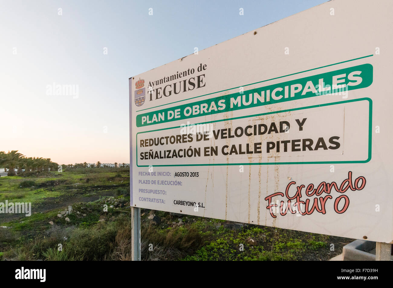 Sign on the Lanzarote municipal area of Teguise advertising a major building project but it not happening due to - Stock Image