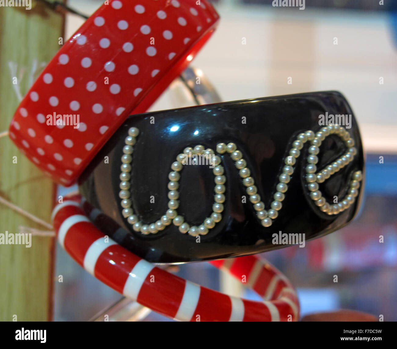 Love bangle in black and pearls - Stock Image