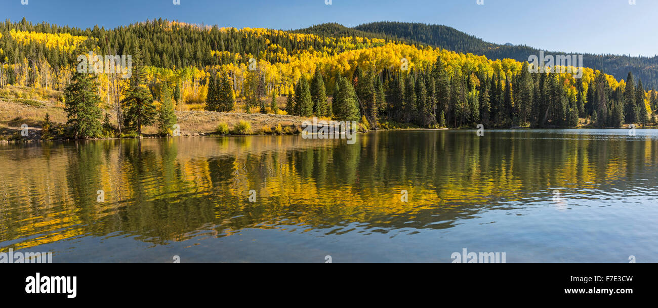 Colorful Aspens reflected in Lower Cataract Lake in the Arapaho National Forest in the Rocky Mountains of Colorado. - Stock Image