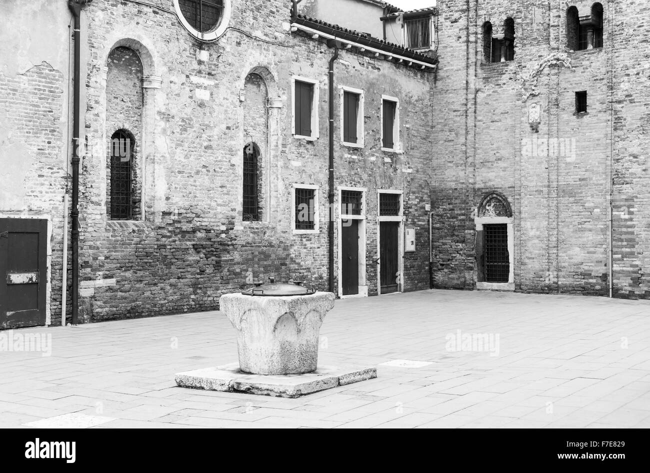 Italy, Venice, a well in a little square of the Old Ghetto - Stock Image