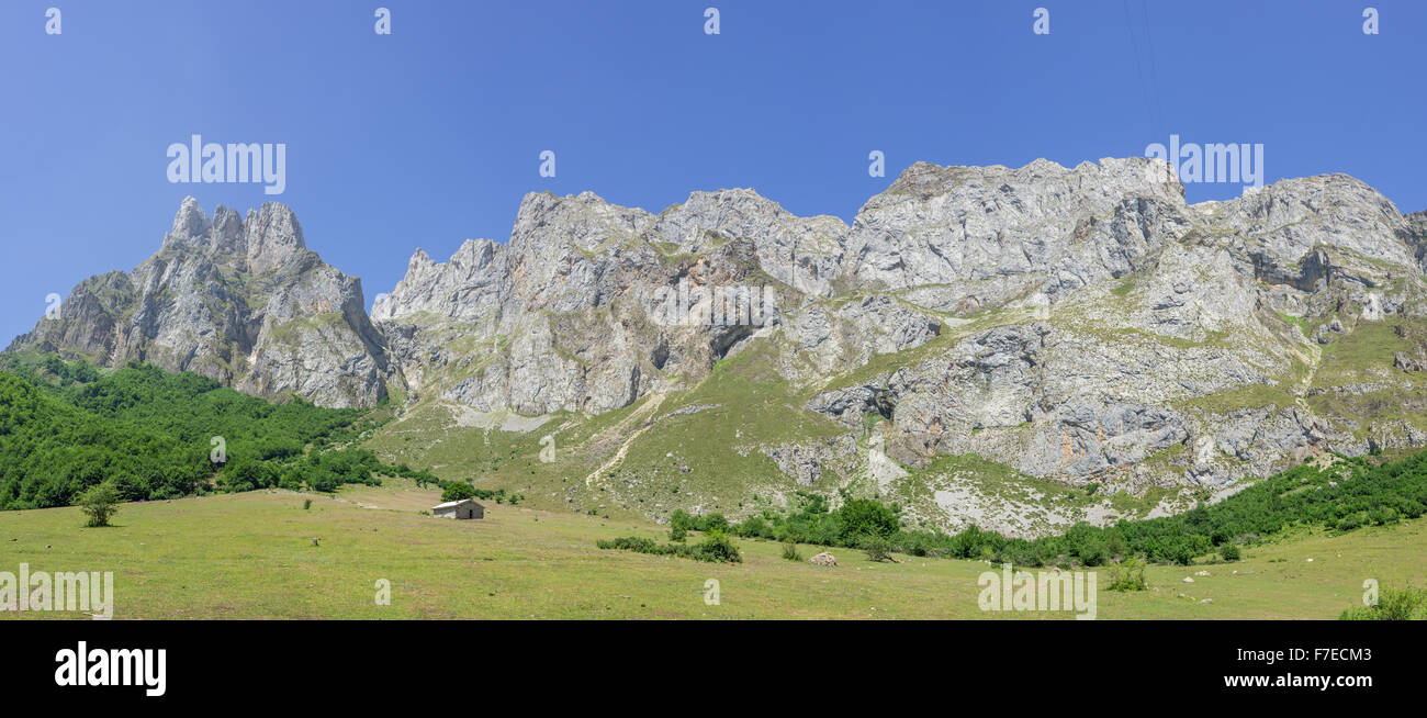 Limestone wall Picos de Europa and Pena Remona mountain peak, Fuente Dé, Cantabria, Spain - Stock Image