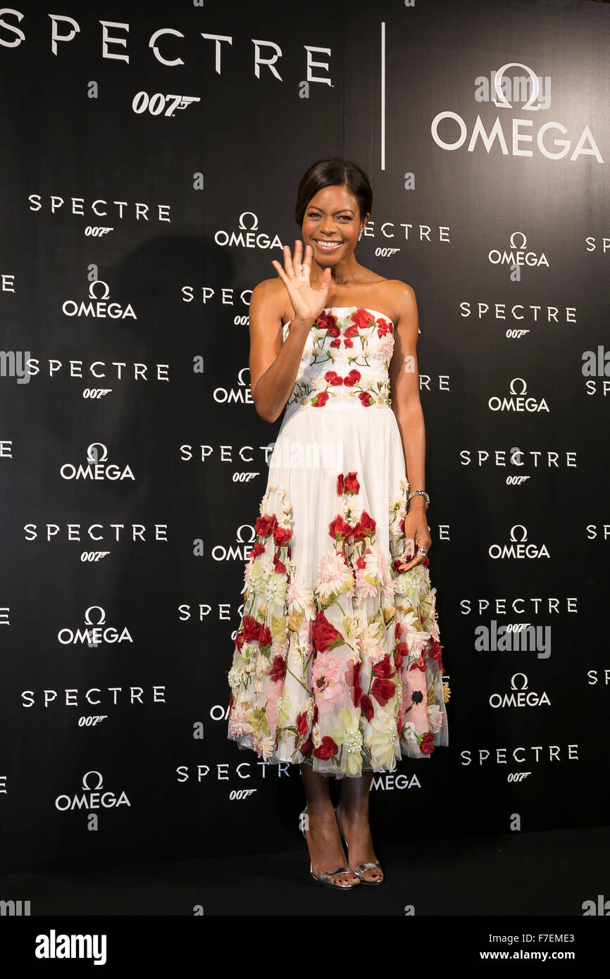 Tokyo, Japan. 30th November, 2015. British actress Naomie Harris greets to the cameras during a special red carpet - Stock Image