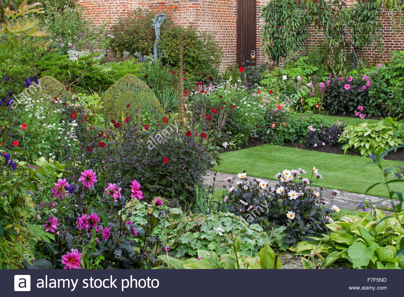 Chenies Manor Gardens - English Garden showing the summer sunken Garden double borders with Dahlia and perennials - Stock Image