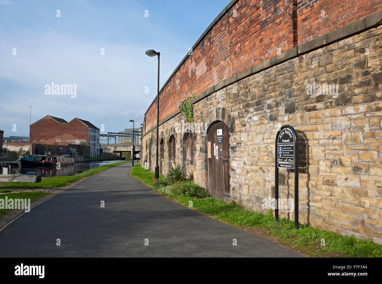 Towpath along the Aire and Calder Navigation Leeds West Yorkshire England UK United Kingdom GB Great Britain - Stock Image