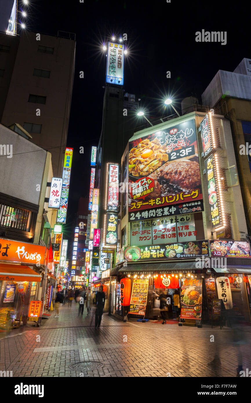 Tokyo commercial district at night - Stock Image